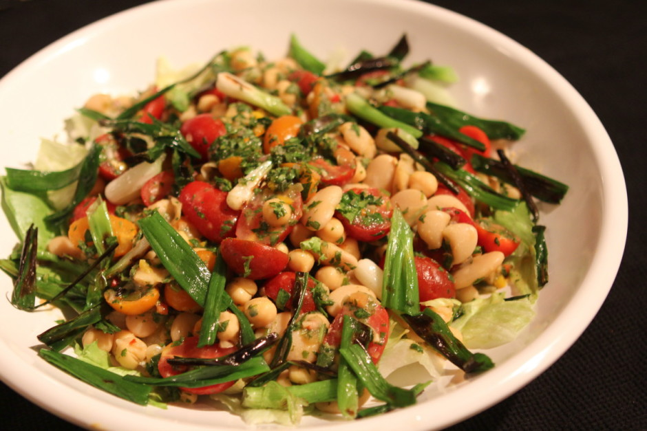Chimichurri Salad with Beans and Tomatoes recipe - BaconFatte.com