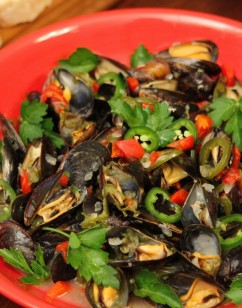 Mussels Holiday (a festive mussels mariniere)