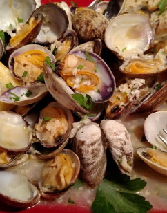 Steamed Clams with White Wine, Garlic and Butter