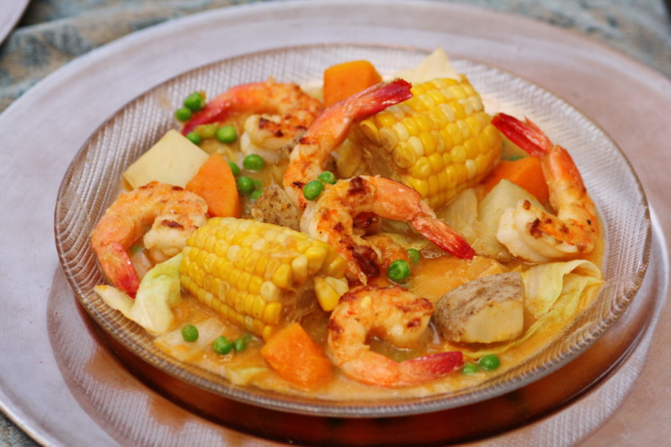 Peruvian Shrimp, Corn and Vegetable Chowder | BaconFatte.com