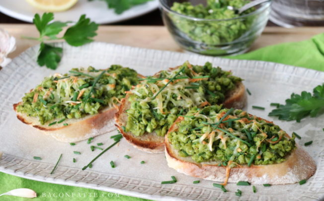 Mashed Green Pea Spread with Lemon, Chives and Garlic