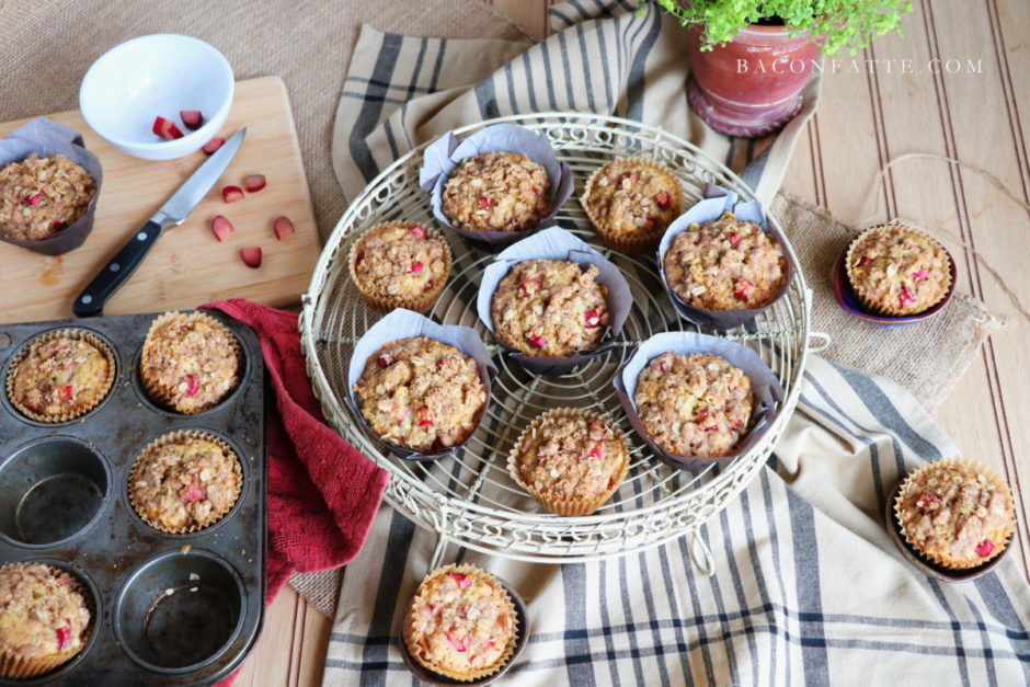 Rhubarb Oat Muffins with Cinnamon Butter Crumble recipe from BaconFatte.com