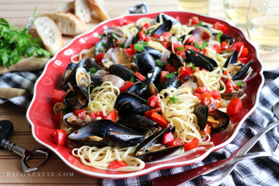Linguine con le Vongole – Linguine with Clams recipe from BaconFatte.com